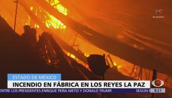 Se registra incendio en fábrica de muebles de Los Reyes La Paz, Edomex