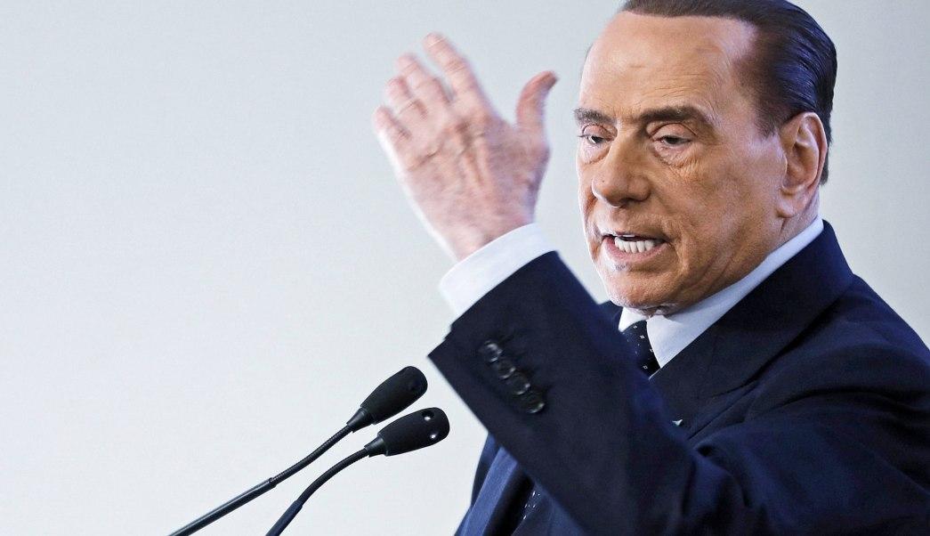 Berlusconi quiere que Italia contrate a tres millones de jóvenes desempleados