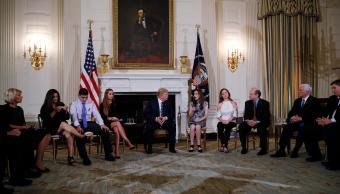 Trump promete control más riguroso compra armas