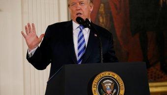 Trump propone prohibir dispositivos que automatizan armas