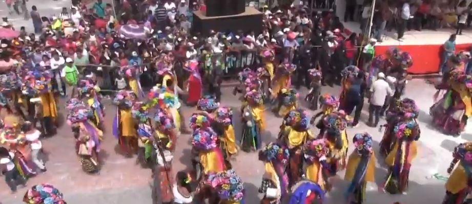 Turistas disfrutan del Carnaval Zoque de Ocozocoautla, en Chiapas