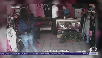 Un hombre armado y dos mujeres asaltan negocio de ropa en Tijuana
