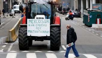 Unión Europea y Mercosur concluyen conversaciones comerciales entre protestas