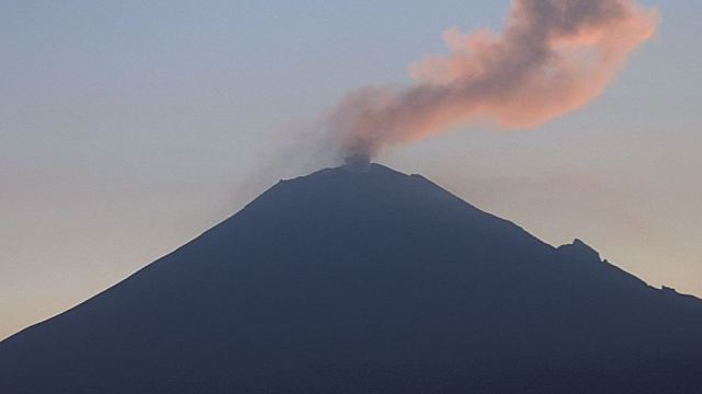 Volcán Popocatépetl emite 115 exhalaciones de baja intensidad