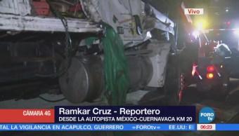 Vuelca camión con cocos en la autopista México-Cuernavaca