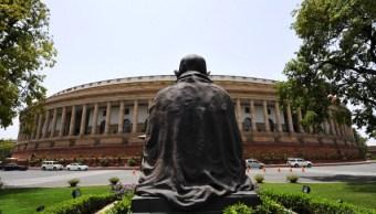 Principales partidos políticos en India se acusan de haber contratado Cambridge Analytica