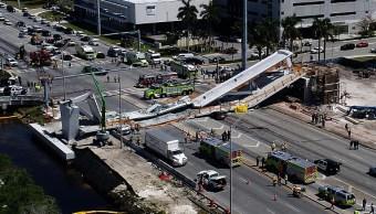 Captan en video el momento del derrumbe de puente en Miami