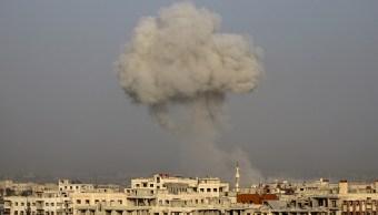 Miles de civiles huyen de la guerra en dos frentes de Siria