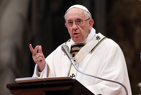 Papa Francisco dice que se operará de cataratas el próximo año