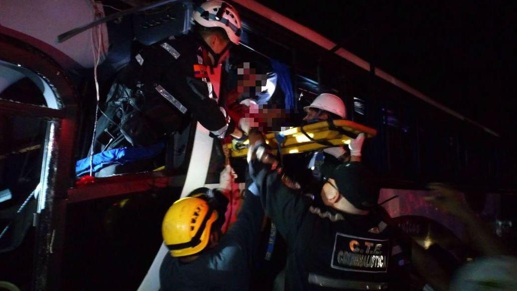 Aumentan a 11 los fallecidos tras accidente en Ecuador