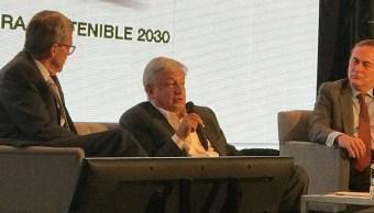 CCE y López Obrador acuerdan revisar la viabilidad del nuevo aeropuerto