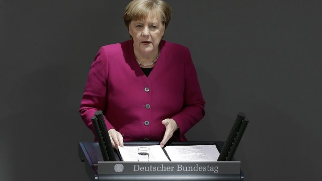 Merkel pide devolver a las personas la soberanía sobre sus datos
