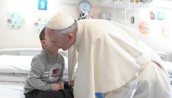 Papa Francisco lamenta crueldad contra niños durante misa en iglesia del padre Pio