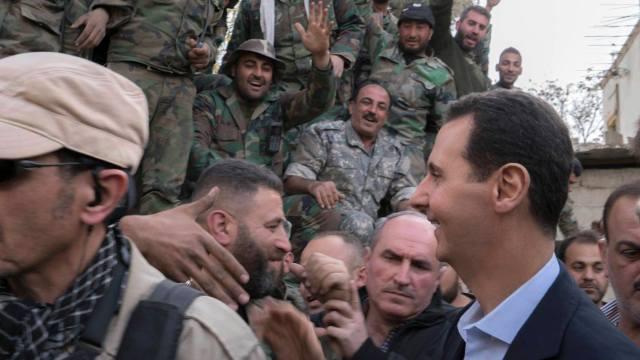 Al Assad felicita a tropas sirias por sus avances en Guta Oriental