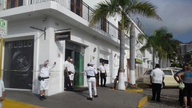 Investigan robos simultáneos a joyerías en Puerto Vallarta, Jalisco