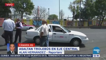 Asaltan trolebús sobre Eje Central, CDMX; hay un herido