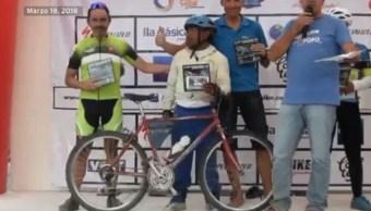 Hombre de 57 años gana competencia de ciclismo en Puebla