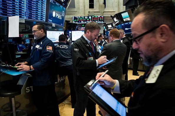 Wall Street sube al mediodía por resultados de tecnológicas