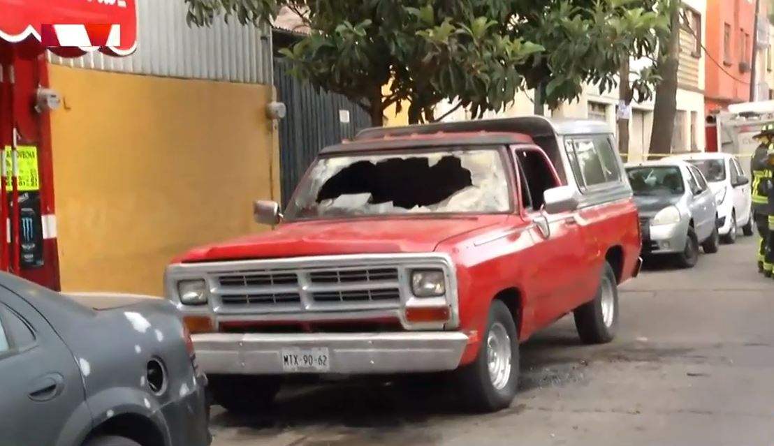 Se incendia camioneta en la colonia Obrera, CDMX