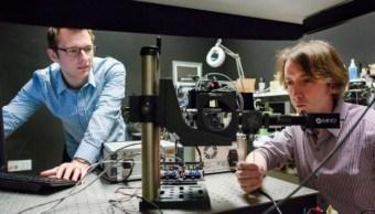 Científicos desarrollan láser para que vehículos autónomos detecten objetos escondidos