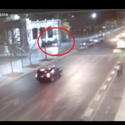 Conductor ebrio casi arrolla a un grupo de policías en la Alameda
