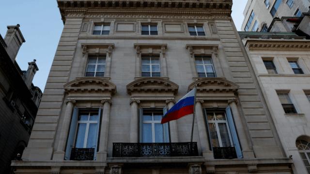 EU expulsa a 60 funcionarios rusos por envenenamiento de exespía