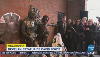 Develan estatua de David Bowie en Inglaterra