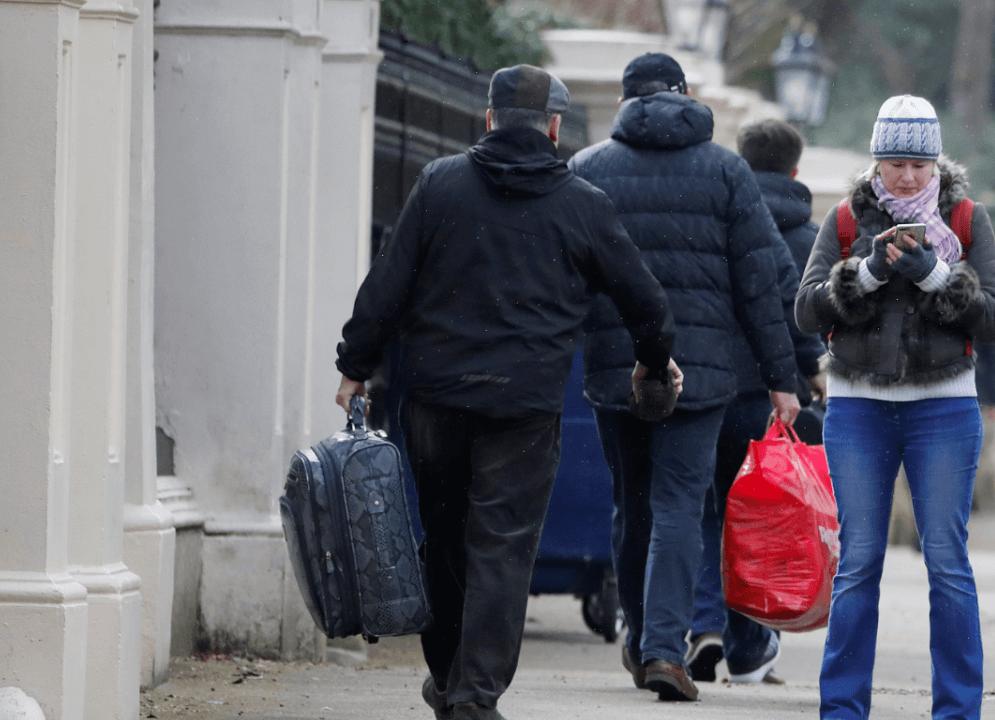Los 23 diplomáticos rusos expulsados abandonan Reino Unido