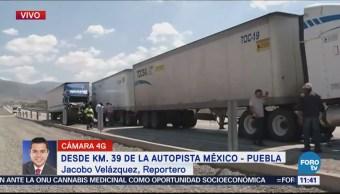 Dos tráileres chocan sobre la autopista México-Puebla
