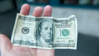 El dólar abre en 18.96 pesos