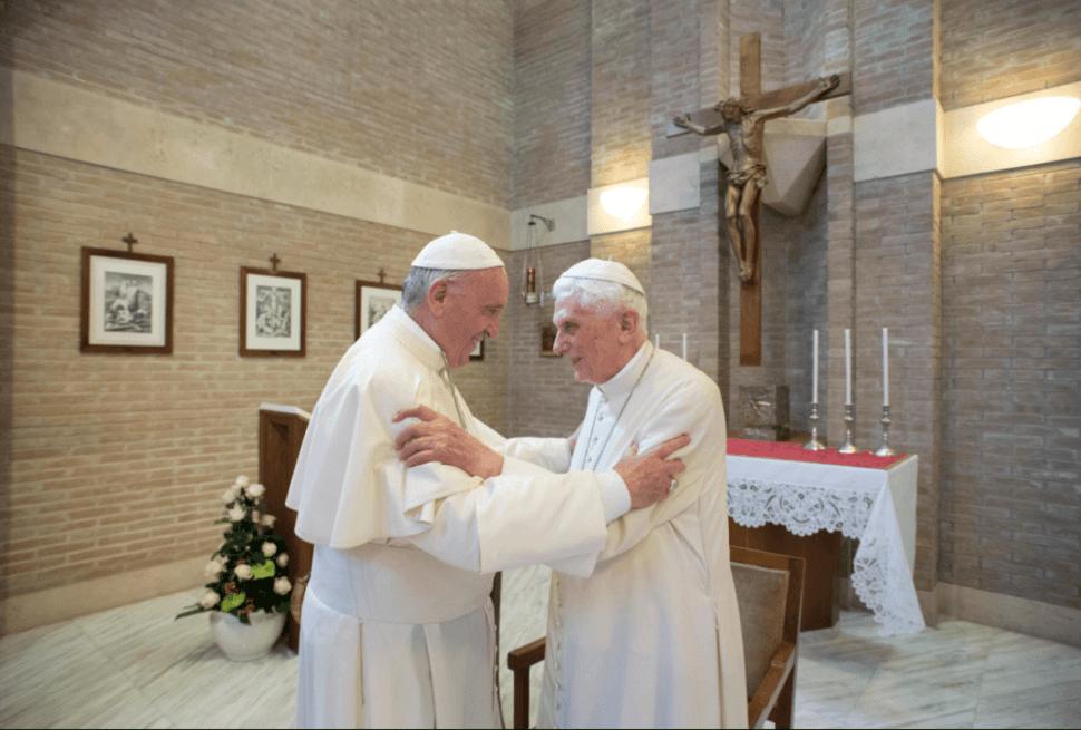 Advierte Benedicto XVI sobre insensato prejuicio contra el papa Francisco