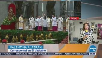 El papa oficia misa de Jueves Santo y lava pies de reos
