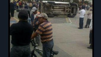 Habitantes y policías se enfrentan en Ixtenco, Tlaxcala; hay varios lesionados