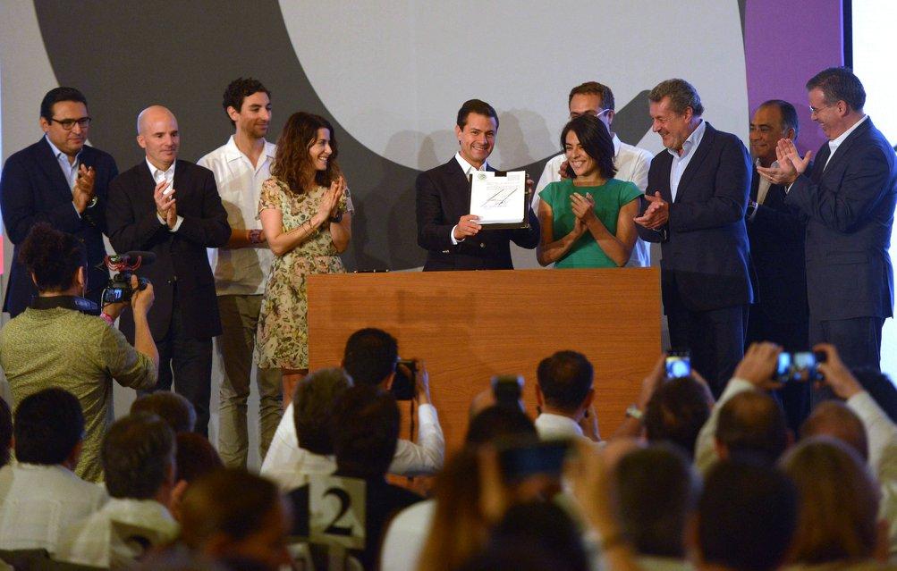 Peña Nieto firma la promulgación de la Ley Fintech
