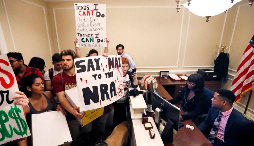 Estudiantes de Florida inician movimiento para exigir control de armas