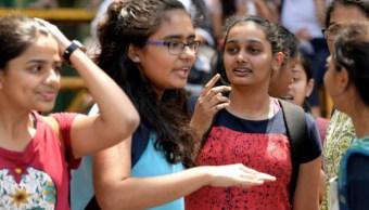 Estudiantes en India repetirán exámenes tras filtración de preguntas en WhatsApp. (Gettyimages)