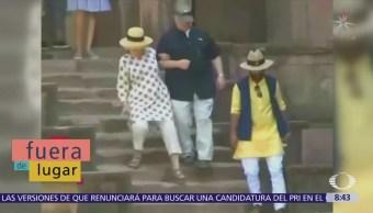 Fuera de Lugar: Hillary Clinton se resbala dos veces en la India