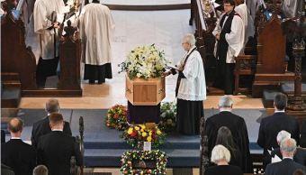 Amigos y familiares despiden a Hawking en funeral privado en Cambridge