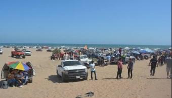 Familias acampan en playas de Huatabampo, Sonora
