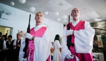 Iglesia de la Unificación de EU bendice matrimonios armados con rifles AR15