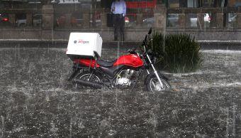 Prevén más lluvias con caída de granizo en la Ciudad de México. (AP)
