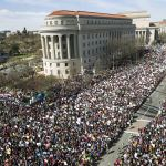 Casa Blanca aplaude manifestaciones a favor de un mayor control de armas
