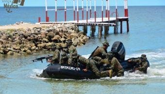 Marina realiza demostración de tácticas de combate en Campeche