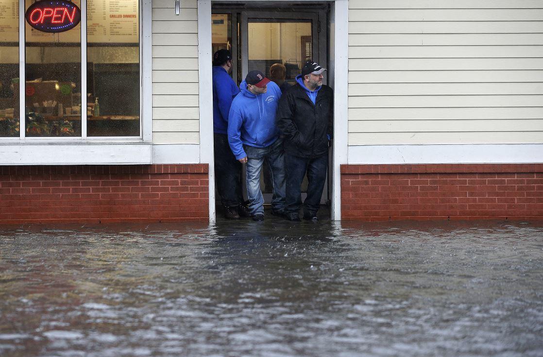 Poderosa tormenta provoca muertes, nieve y fuertes vientos en EE.UU