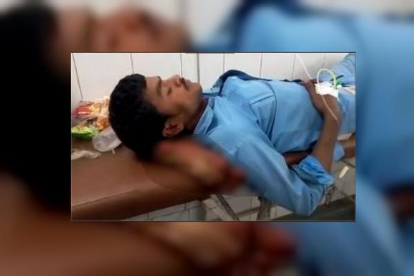 medicos en india usan pierna como almohada
