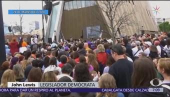 Miles de jóvenes protestan para exigir control de armas en Estados Unidos