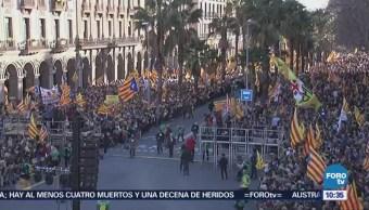 Miles de opositores a la independencia de Cataluña marchan en Barcelona