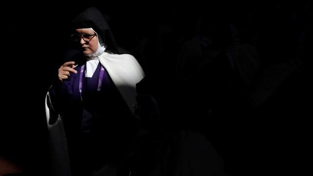Monjas son tratadas como sirvientas por obispos y cardenales, denuncia revista vaticana