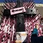 Mujeres exigen en muro fronterizo de Ciudad Juárez justicia