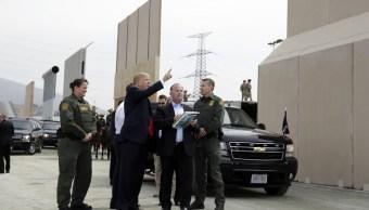 Trump supervisa en la frontera con México los prototipos para el muro